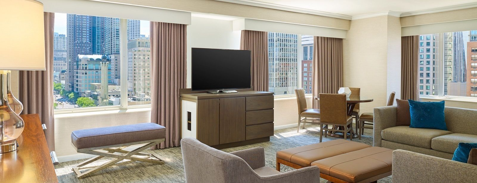 Westin Michigan Avenue - Crown Suite